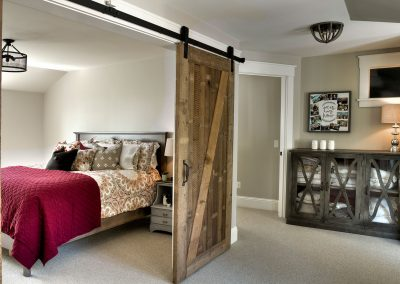 Lake Edward Retreat Barndoor
